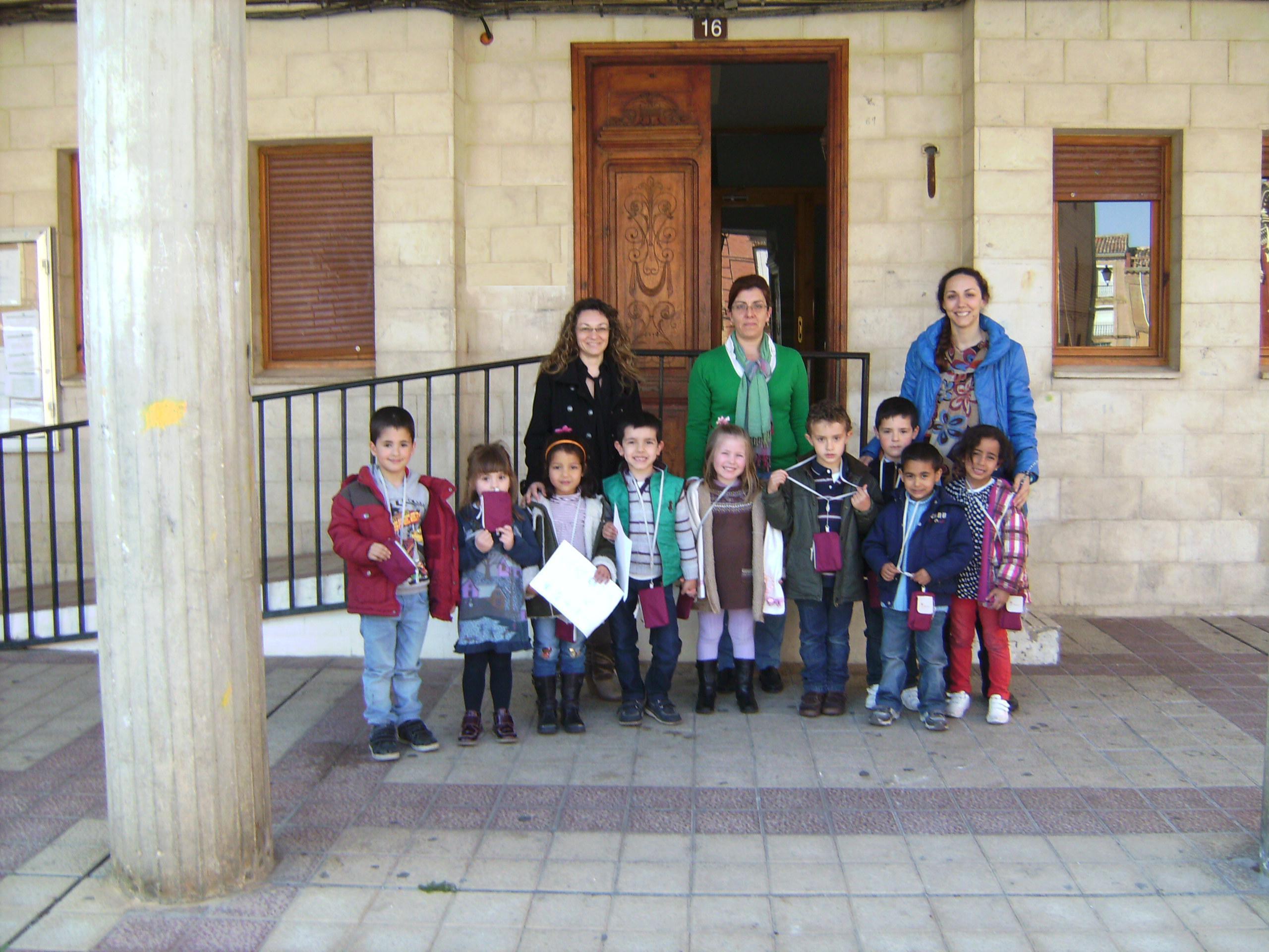 Visita de los niños del Colegio Reyes Católicos al Ayuntamiento
